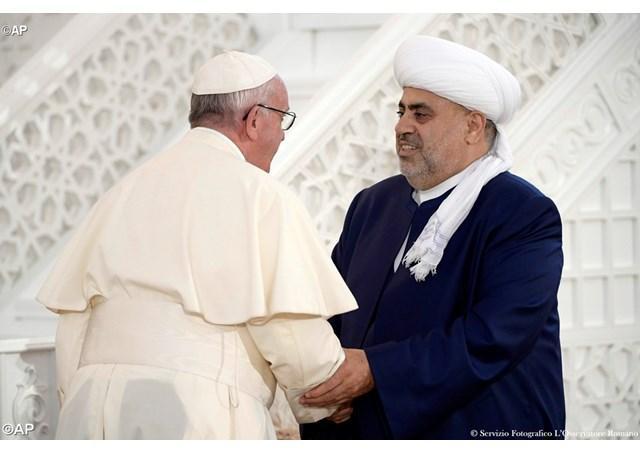 Papa Francisc în Georgia si Azerbaidjan. Întâlnirea cu autoritatile politice si liderii religiilor,
