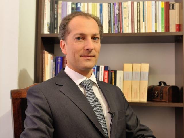 Invitatie: Conferinta domnului ÉRIC DE RUS,
