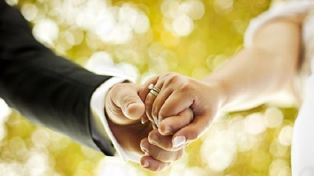 Comisia Juridica a Senatului a avizat proiectul privind schimbarea articolului Constitutiei care legifereaza casatoria,