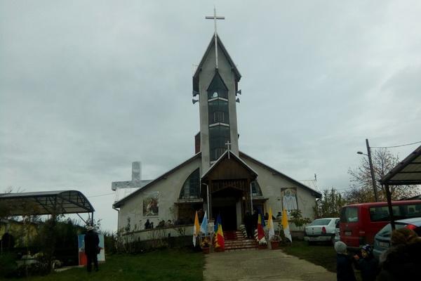 Sfintii Arhangheli Mihail si Gavril sarbatoriti la manastirea din Prilog,