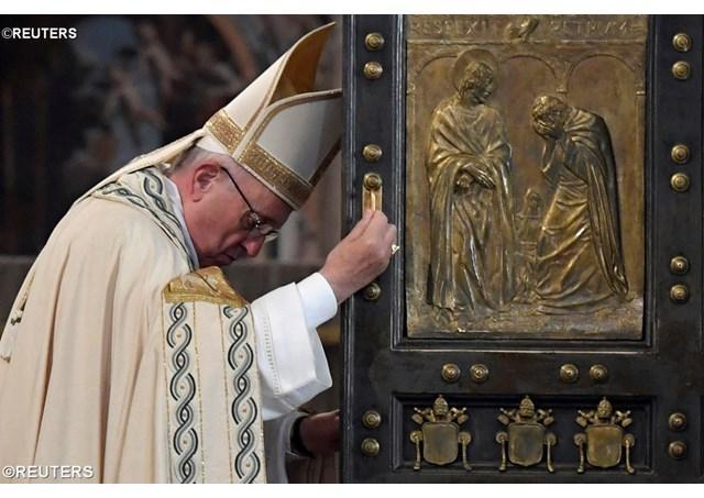 """""""Poarta Sfânta s-a închis, dar Inima lui Cristos ramâne deschisa: papa Francisc, la încheierea Anului sfânt al milostivirii"""","""