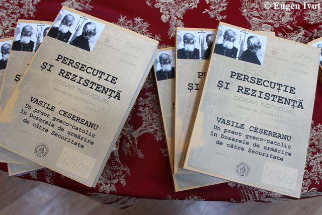 """""""Recenzia cartii: """"Persecutie si rezistenta, Vasile Cesereanu, un preot greco-catolic în dosarele de urmarire de catre Securitate"""""""","""