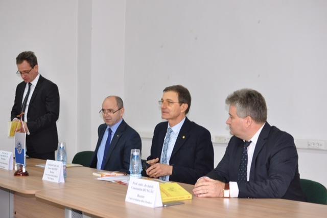 """Rectorul Universitatii Babes Bolyai si-a lansat la Oradea cartea """"Transilvania. Starea noastra de veghe"""","""