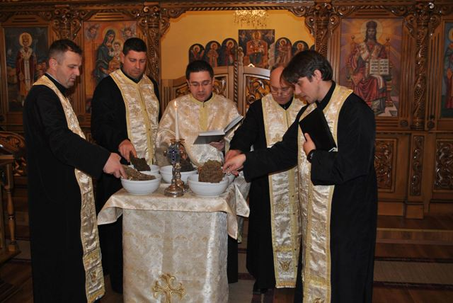 """Sfintirea Apei la Seminarul Teologic Greco Catolic Sfintii Trei Ierarhi ""Vasile, Grigore si Ioan"""","