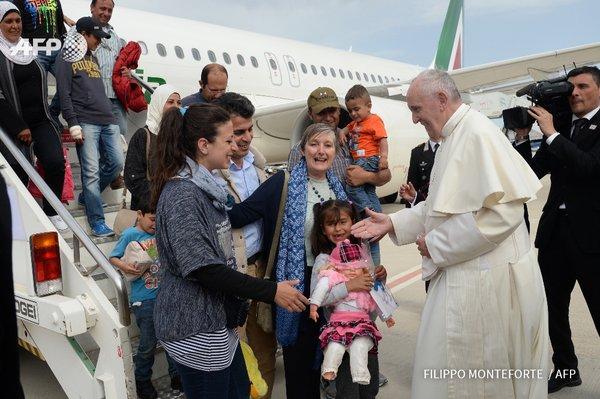 Mesajul papei Francisc pentru a 103-a Zi Mondiala a Migrantului si Refugiatului (15 ianuarie 2017),