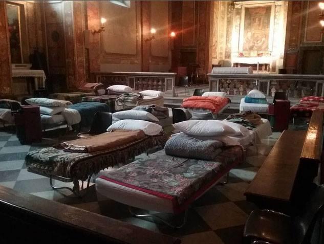 Vaticanul gazduieste de urgenta oamenii strazii într-o biserica din Trastevere,