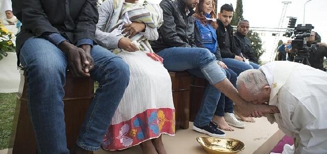 Papa va spala picioarele unor detinuti din închisoarea Paliano,