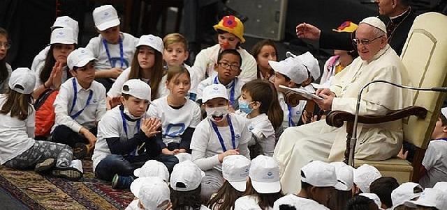"""Pacienti de la Spitalul """"Bambino Gesu"""" în audienta la Papa,"""