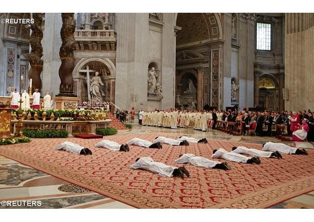 """""""Papa Francisc, noilor preoti: nu fiti domni sau clerici ai statului, ci pastori ai Poporului lui Dumnezeu"""","""