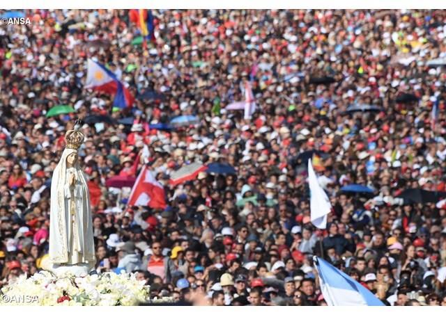Fatima. Papa Francisc: noii sfinti Francisc si Iacinta ne învata sa-l adoram pe Dumnezeu,