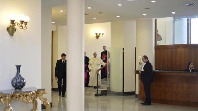 """Rugaciune, lecturi si trezirea mai târziu: vacanta acasa a Papei Francisc"","