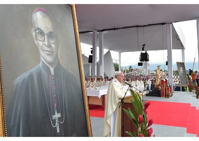 """""""Papa Francisc în Columbia. Beatificare la Villavicencio: """"Columbie, deschideti inima si împaca-te!"""""""","""