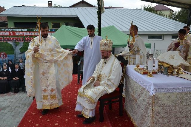 """""""Absolventul seminarului oradean, Lucian Marusciac, a fost hirotonit preot"""","""