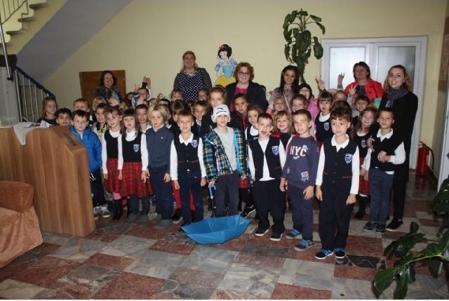 """""""Elevii Liceului Greco-Catolic """"Iuliu Maniu"""", în vizita la CSEI nr. 1 – Daruri din inimi de copii"""","""