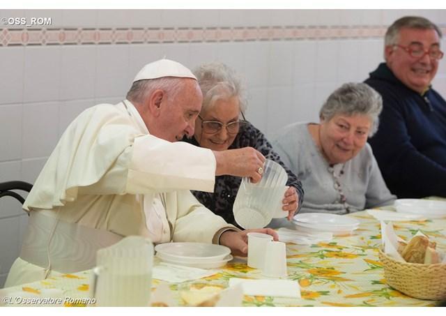 La masa cu papa – Initiative pentru prima Zi Mondiala a Saracilor,