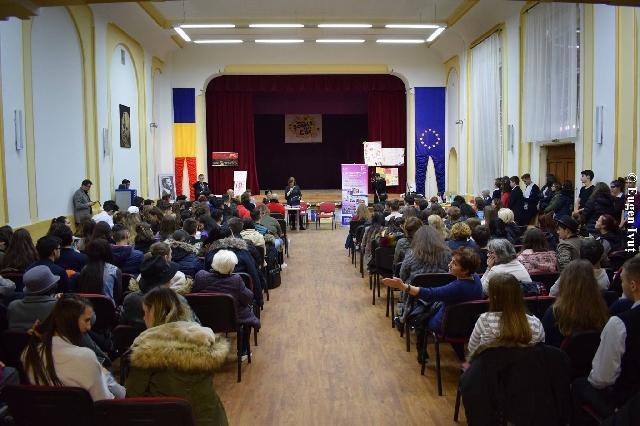 """La Liceul Greco-Catolic """"Iuliu Maniu"""" – Dezbatere pentru diminuarea violentei,"""
