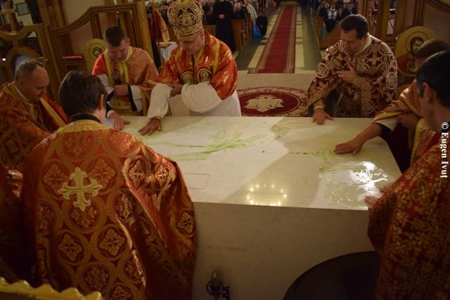 Consacrare de altar si sfintirea noilor confesionale,