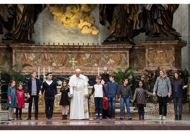 """Papa Francisc. Mesaj la Ziua mondiala a pacii 2018: Migrantii si refugiatii, oameni cautatori de pace"","