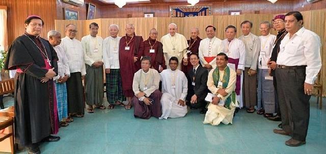Întâlnire neprogramata a Papei cu liderii religiosi din Myanmar,