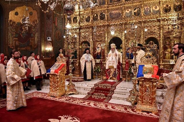 """""""Patriarhul Daniel: Pentru toate binefacerile Marii Unirii, aducem multumire lui Dumnezeu si pomenim cu recunostinta pe toti eroii români"""","""