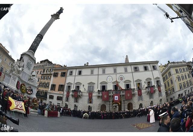 """""""Neprihanita Zamislire. Papa Francisc în Piazza di Spagna: cu anticorpii Evangheliei, sa combatem virusii timpului nostru"""","""