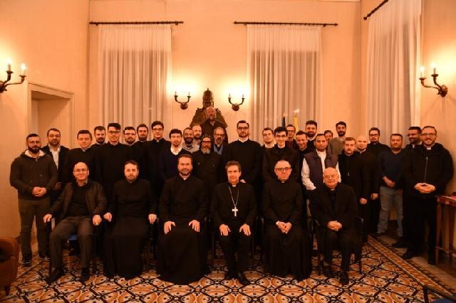 """""""Nuntiul apostolic în România, Mons. Miguel Maury Buendìa, în vizita la Colegiul Pontifical Pio Romeno"""","""