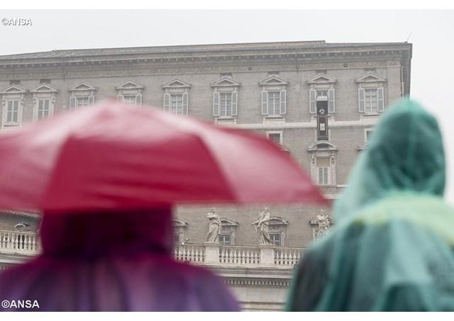 """""""Postul Mare este un timp de penitenta dar nu de tristete: papa Francisc, la rugaciunea """"Angelus"""""""","""