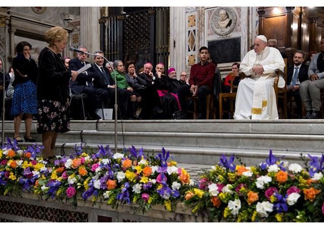 """""""Depasiti hotare si ziduri, cu dorinta de a uni: papa Francisc, în mijlocul Comunitatii Sfântul Egidiu"""","""