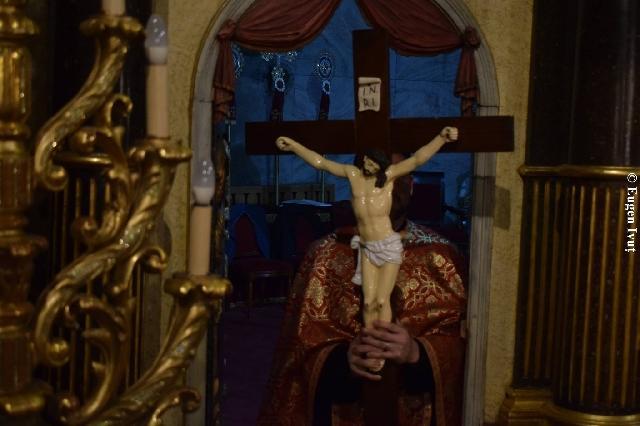 """VINEREA MARE. """"Astazi a fost întins pe lemn Cel ce a întins pamântul pe ape. Cu piroane a fost pironit Mirele Bisericii"""","""