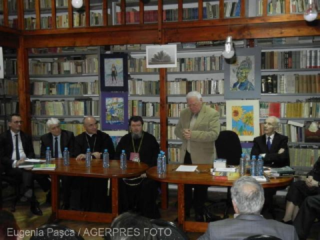 """Biblioteca renovata a Colegiului National 'Emanuil Gojdu', inaugurata într-o întâlnire de elita"","