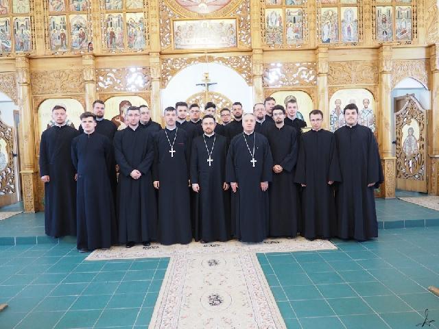 Comunitatea seminarului din Oradea în vizita la Parohia din Beius,