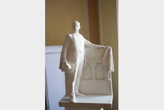 Sculptorul Deak Arpad va realiza statuia lui Iuliu Maniu,
