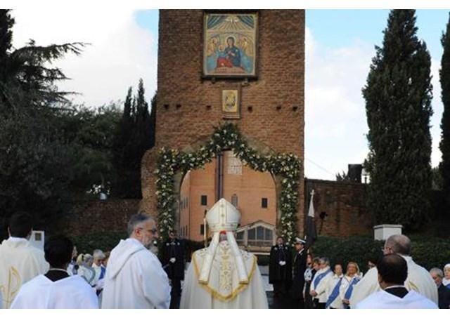 Rozariul pentru pace în Siria si în întreaga lume: papa Francisc la Sanctuarul Iubirii Divine,