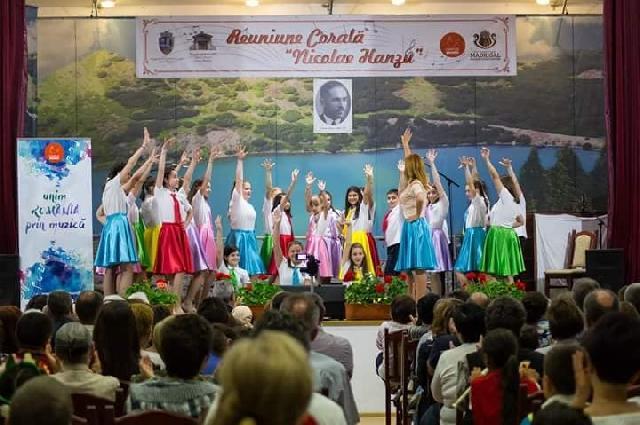 Corul Liceului Greco-Catolic din Oradea a cântat în judetul Sibiu,