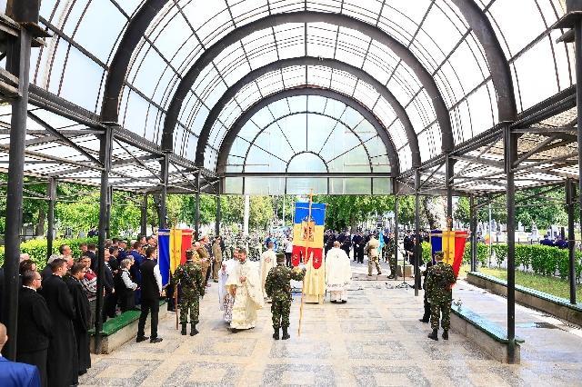 Ceremonial militar religios si depuneri de coroane – Ziua Eroilor la Oradea,