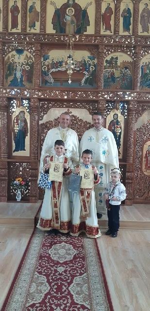 """Prima Sfânta Împartasanie în Biserica """"Sfântul Anton de Padova"""" din Halmasd,"""
