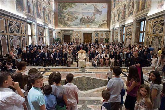 Papa Francisc catre Forumul Familiilor: Familia este numai aceea între barbat si femeie,