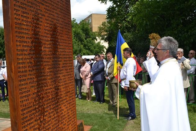 La Carei a fost dezvelit monumentul realizat în memoria Refugiatilor români din 1940,
