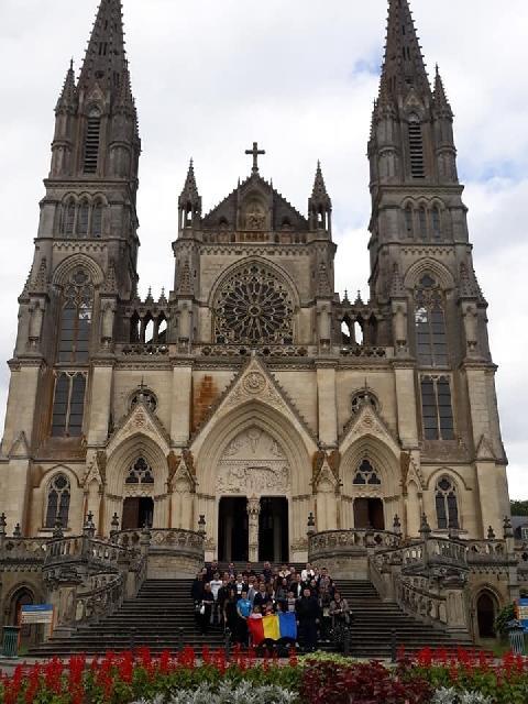 Pelerinajul românilor greco-catolici de la Paris la Notre Dame de Montligion,