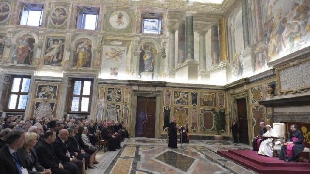 Papa Francisc pledeaza pentru demnitatea irevocabila a vietii umane,