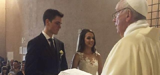 Papa Francisc a celebrat casatoria unui membru din Garda Elvetiana,