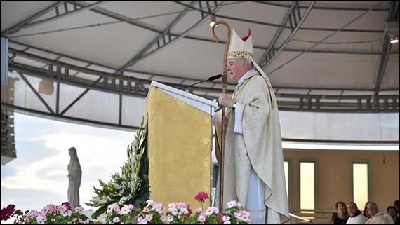 """Arhiep. Hoser: """"Papa m-a trimis la Medjugorje pentru a asigura o conducere stabila"""","""
