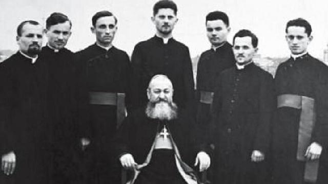 """Pr. Alexandru Ratiu, autorul lucrarii ""Biserica furata"""","