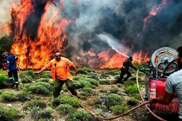 Papa aproape de persoanele lovite de incendiile din Grecia,