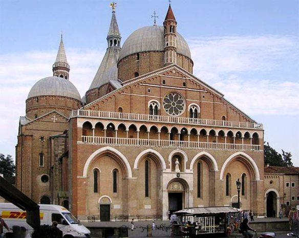 Pelerinajul anual al comunitatilor parohiale românesti greco-catolice din Italia la Moastele Sfântului Anton de Padova,
