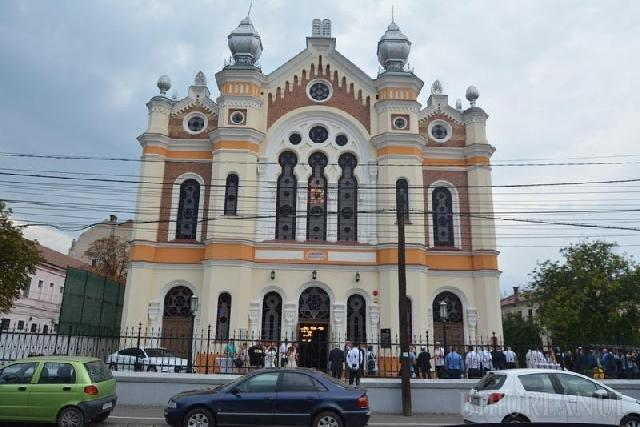 """Sinagoga Ortodoxa a fost reinaugurata: Dupa câteva decenii, Oradea are din nou prim-rabin"","
