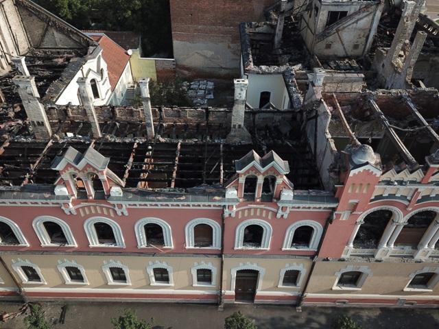 """""""Încep lucrarile de reabilitare a Palatului Episcopal Greco-Catolic din Oradea, afectat de incendiu"""","""