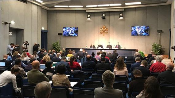 """""""Vatican: Conferinta de presa de prezentare a celei de-a XV-a Adunari Generale Ordinare a Sinodului Episcopilor Tinerii, credinta si discernamântul vocational"""","""