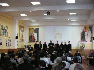 Expozitie foto cu ocazia împlinirii a 10 ani de la vizita Papei Ioan Paul al II-lea în România,