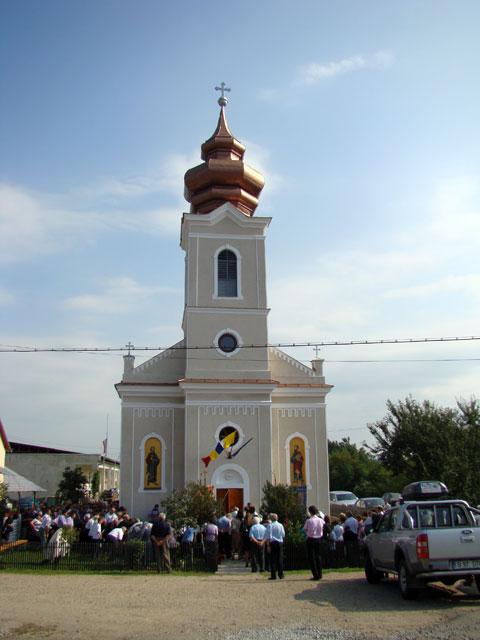 Sfintirea bisericii din Pocola dupa restaurare,